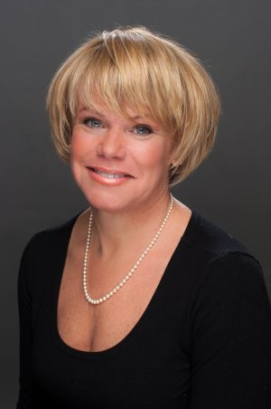 kimberly warden realtor headshot
